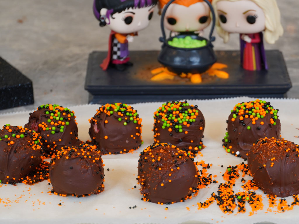 SPOOKY Circus Animal Truffles (No Baking Required!)