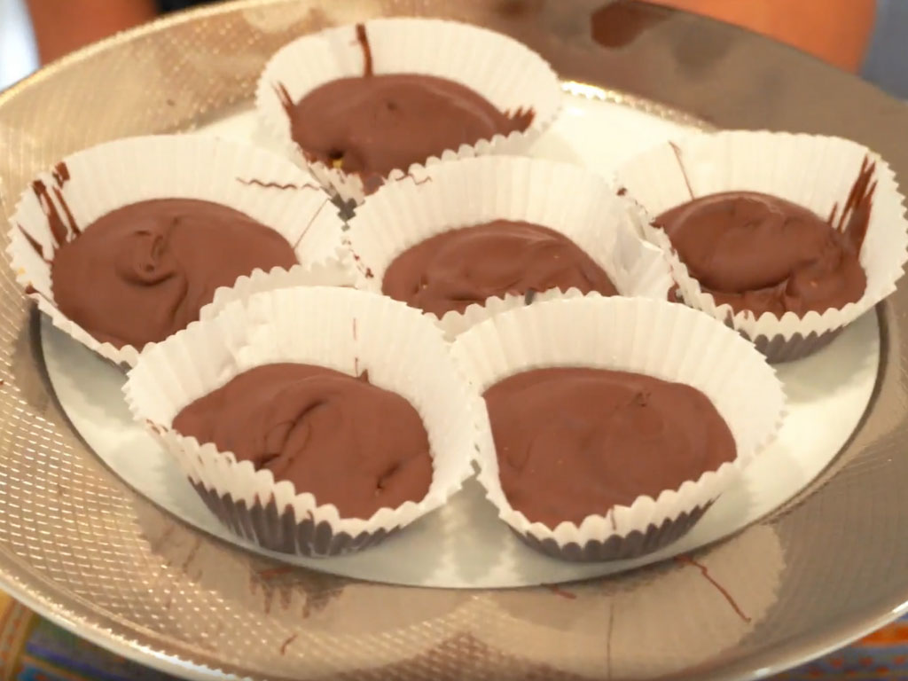 Easy 4 Ingredient Homemade Peanut Butter Cups!