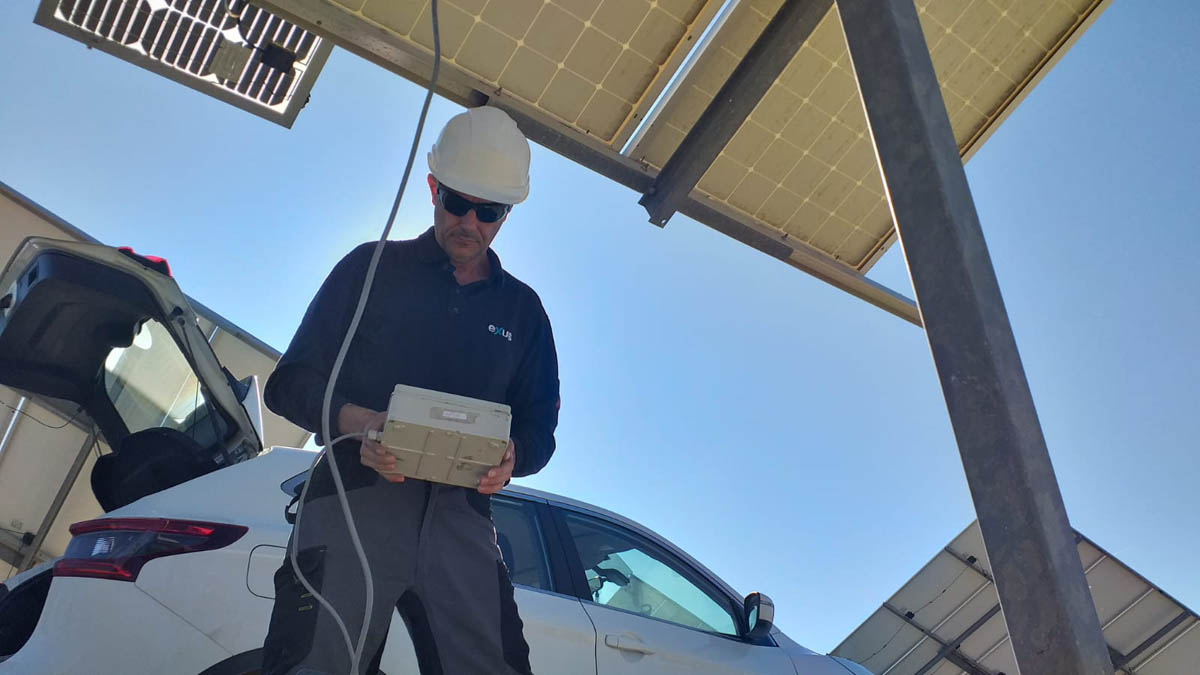 An engineer by a solar panel.