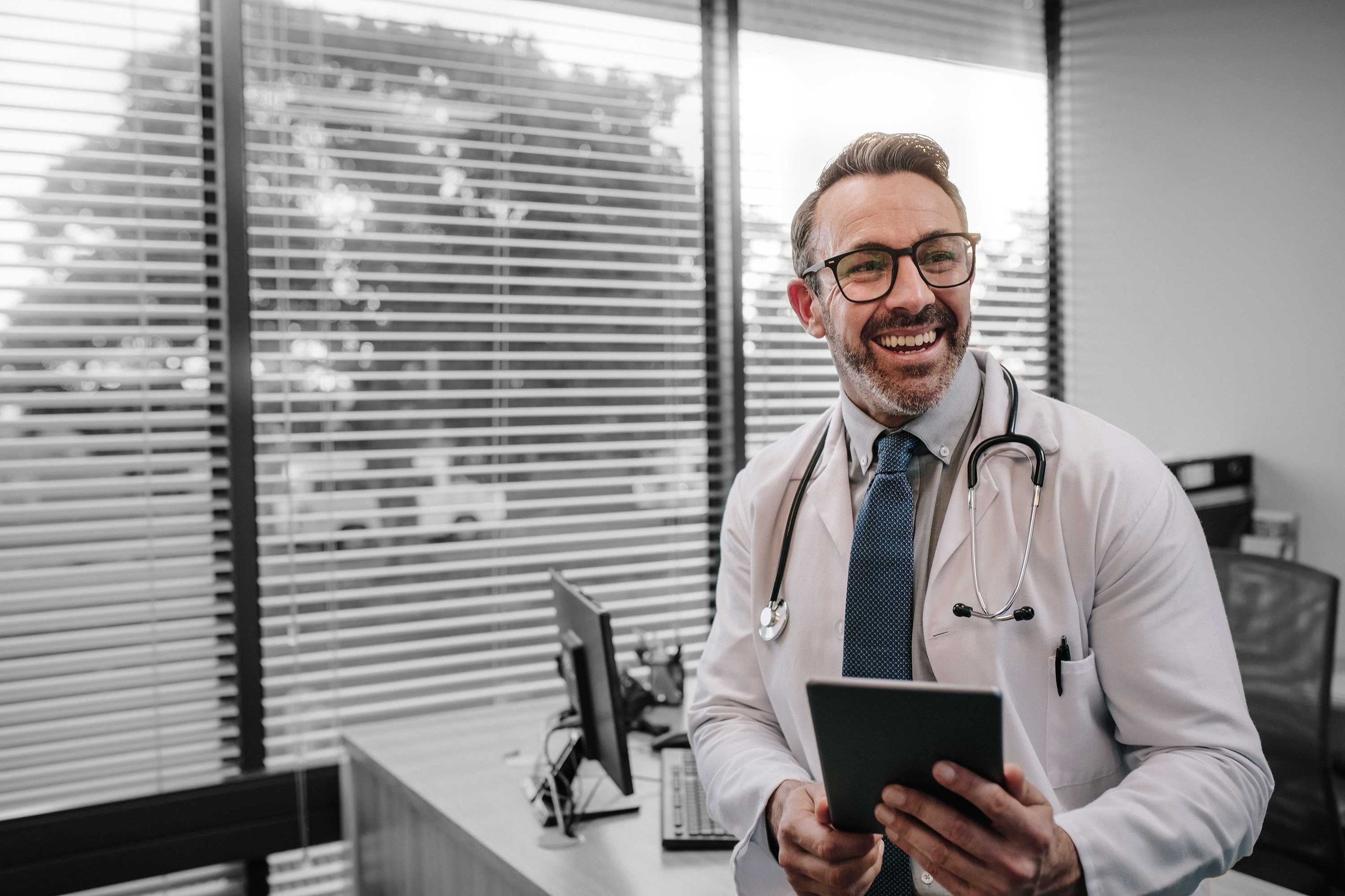 """Medical professional with tablet running the ReAct """"Call to action"""" app."""