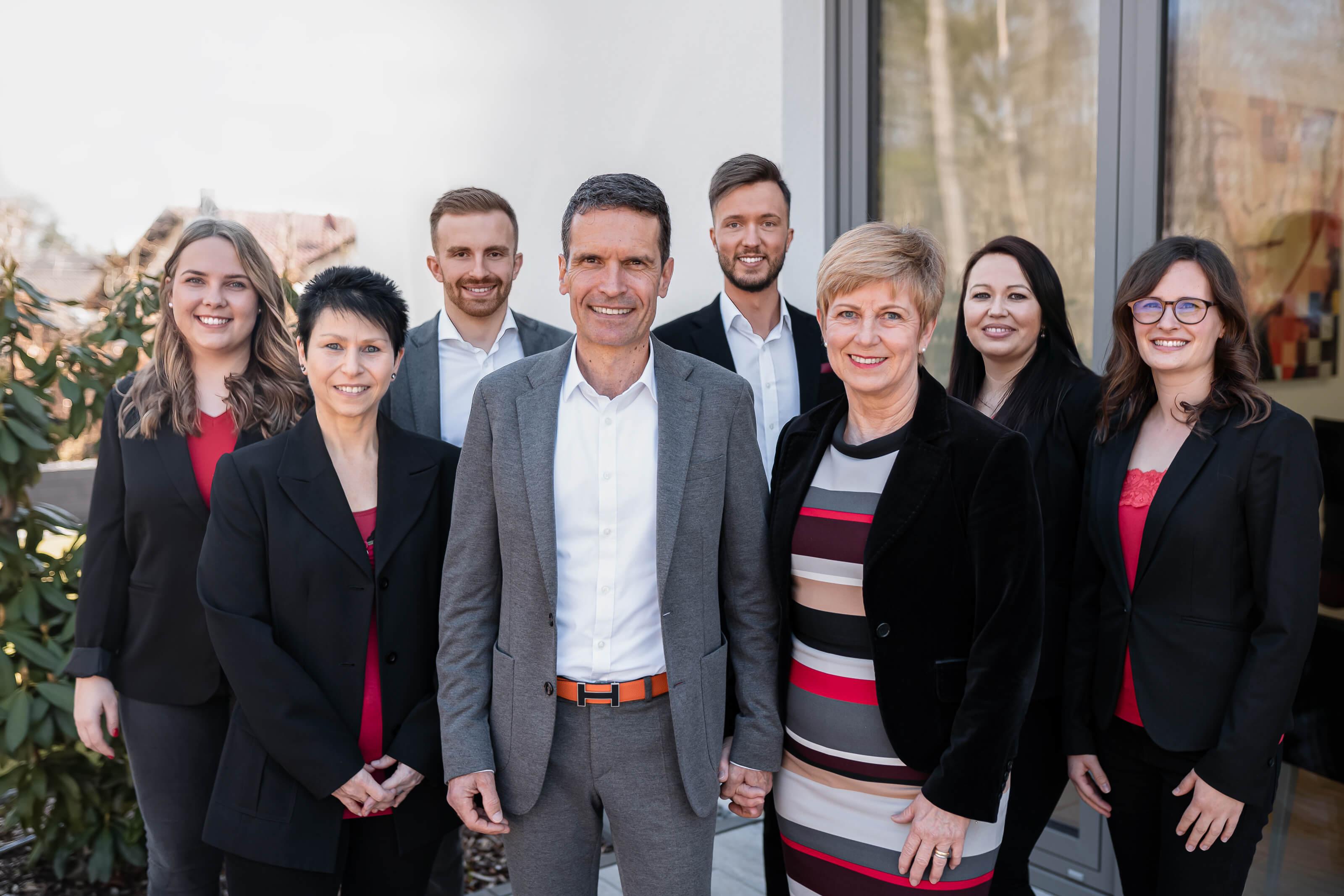 Ein Gruppenfoto vom Team von Voltmer Immobilien und Beratung.