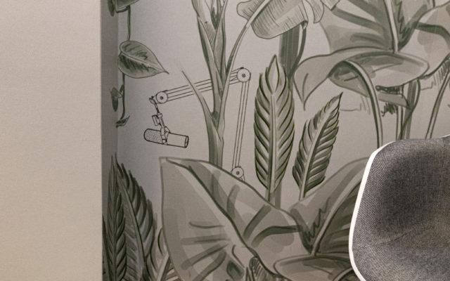 Dschungel-Tapete für ein Podcaststudio