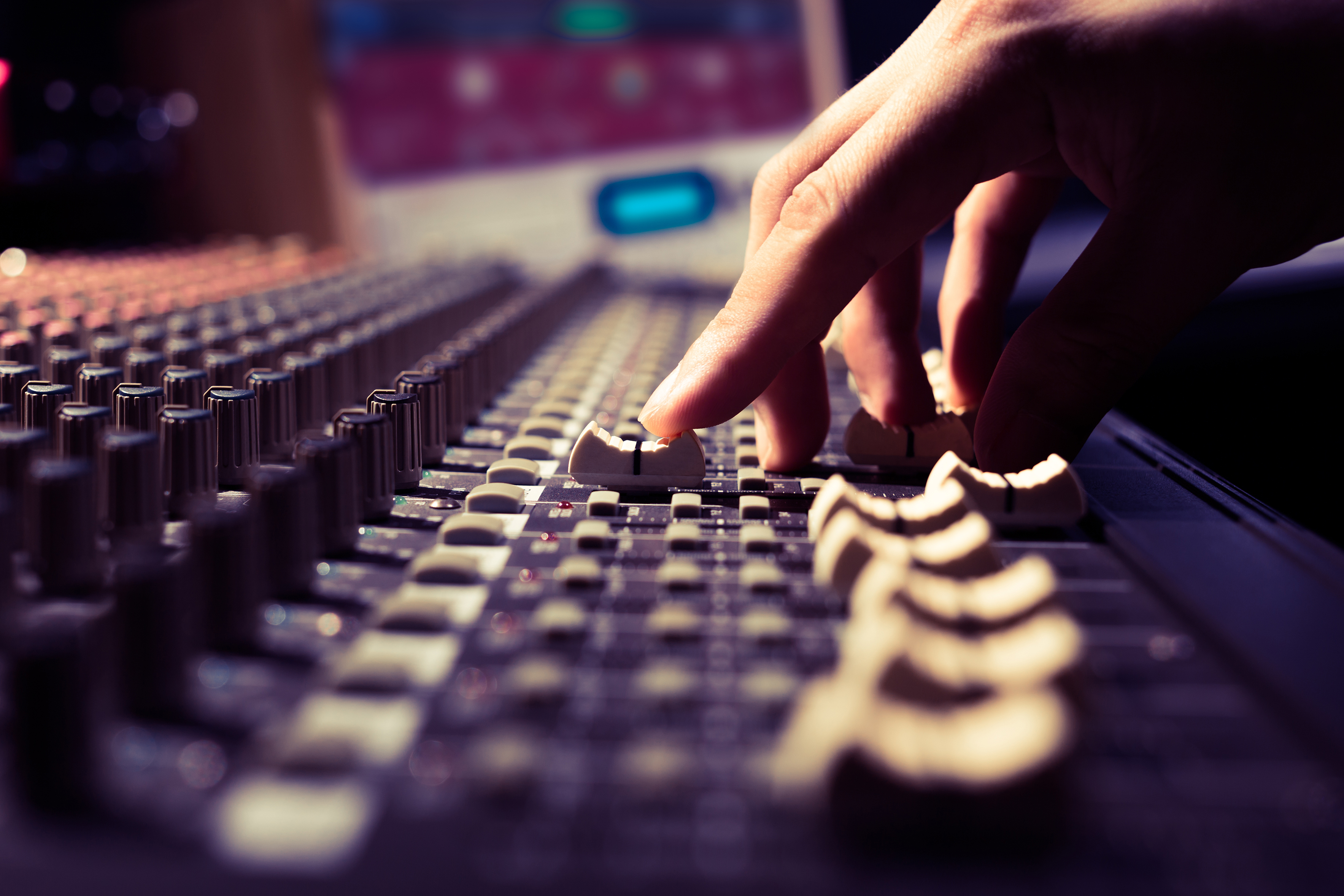 Mixing Console - Mastering Service
