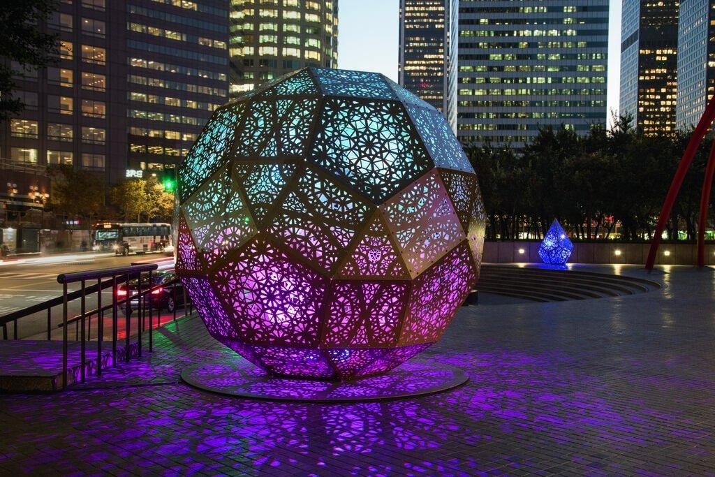 Internally lit geometric sculpture from Hybycozo by Yelena Filipchuk & Serge Beaulieu at Bank of America Plaza