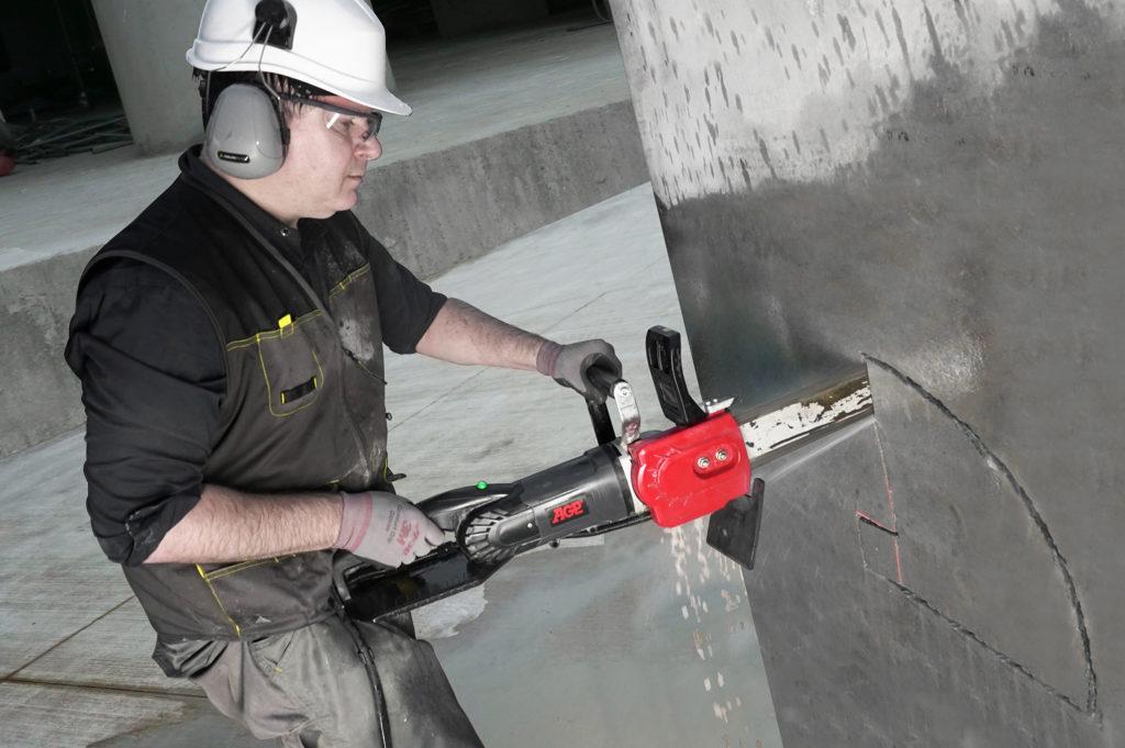 AGP_concrete chainsaw_CS11_action