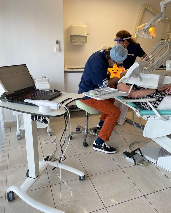 Installation d'un scanner intra-buccal Medit i700 chez le Docteur Ruffino