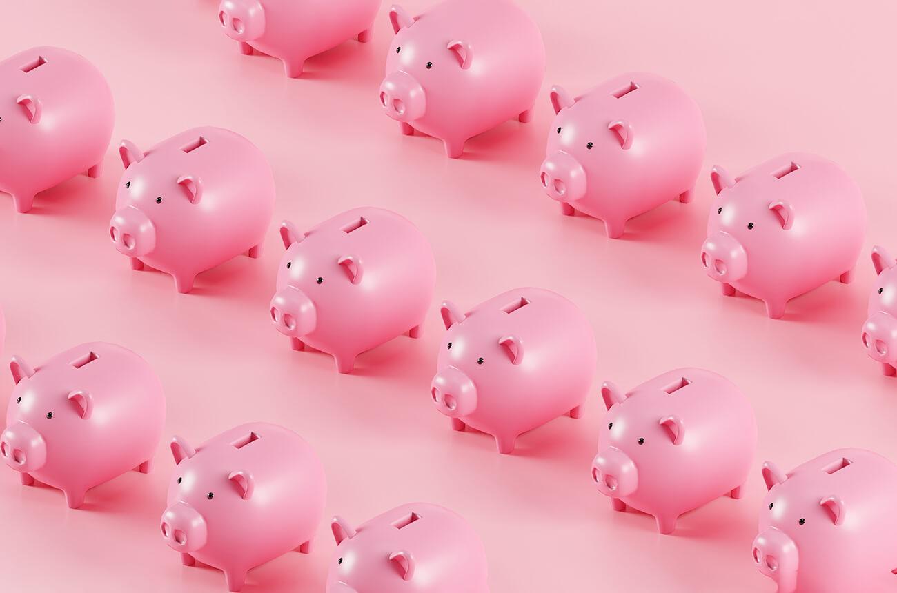 Viele rose Sparschweine in einer Reihe aufgereiht.