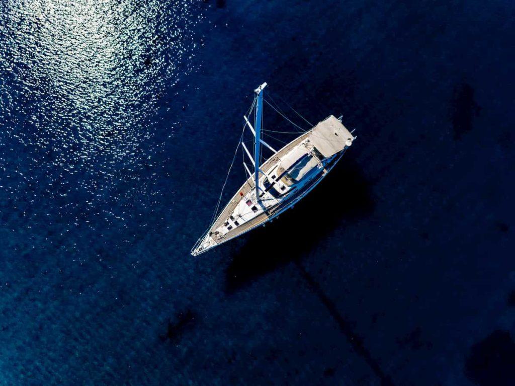 pannelli-fotovoltaici-in-barca-a-vela