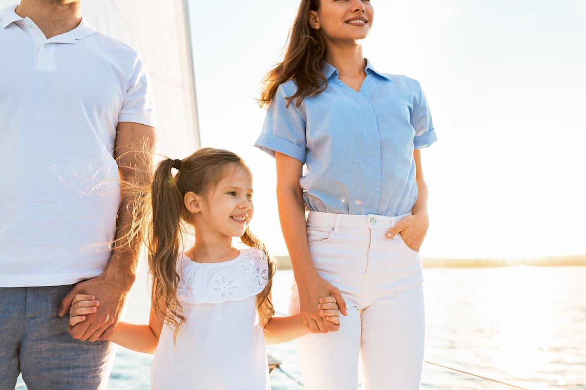 bambini in catamarano