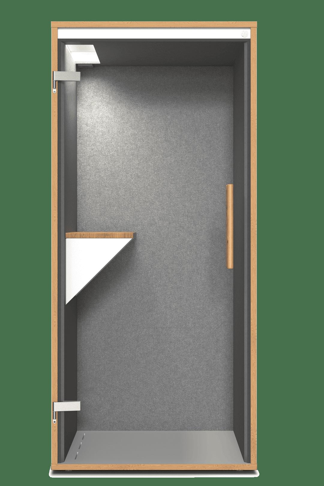 Eine frontale Ansicht der Telefonzelle fürs Büro mit einem Rahmen aus hellem Holz, einer Tür aus Glas und einem Tisch.