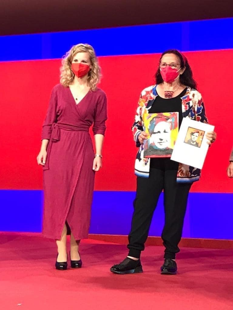 Eva-Maria Holzleitner (l.) und die Künstlerin Renate Moran