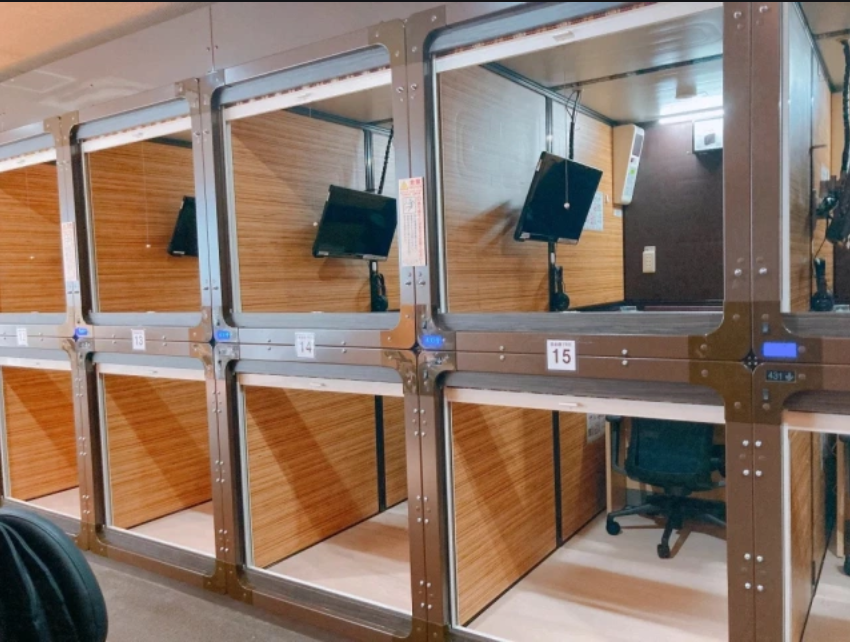 Capsule hotel work pods technology