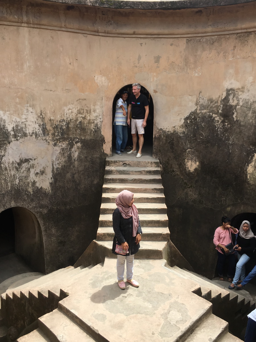 Inside this underground mosque, there are five stairs which symbolise the five tenets of Islam.