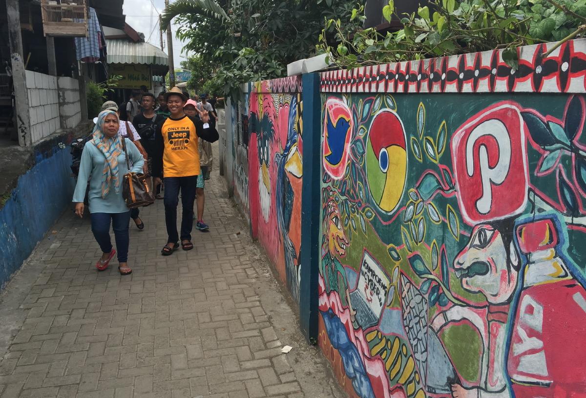 Wall paintings in the vicinity of Taman Sari.