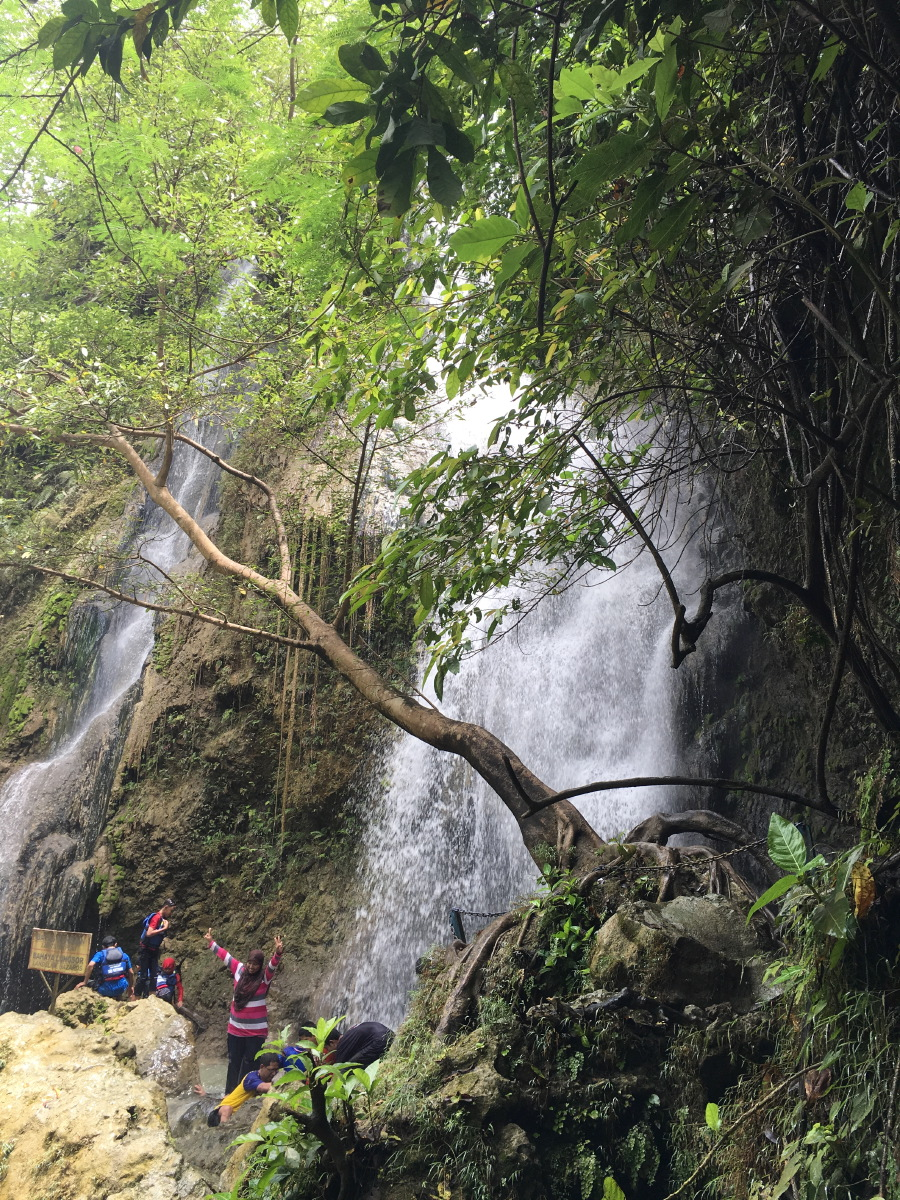 Waterfall with mainly inland tourists.