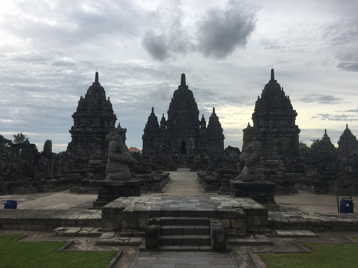 Like Plaosan, not so well known as Prambanan or Borobudur and therefore very quiet. We were the only ones there, together with 3 European girls...