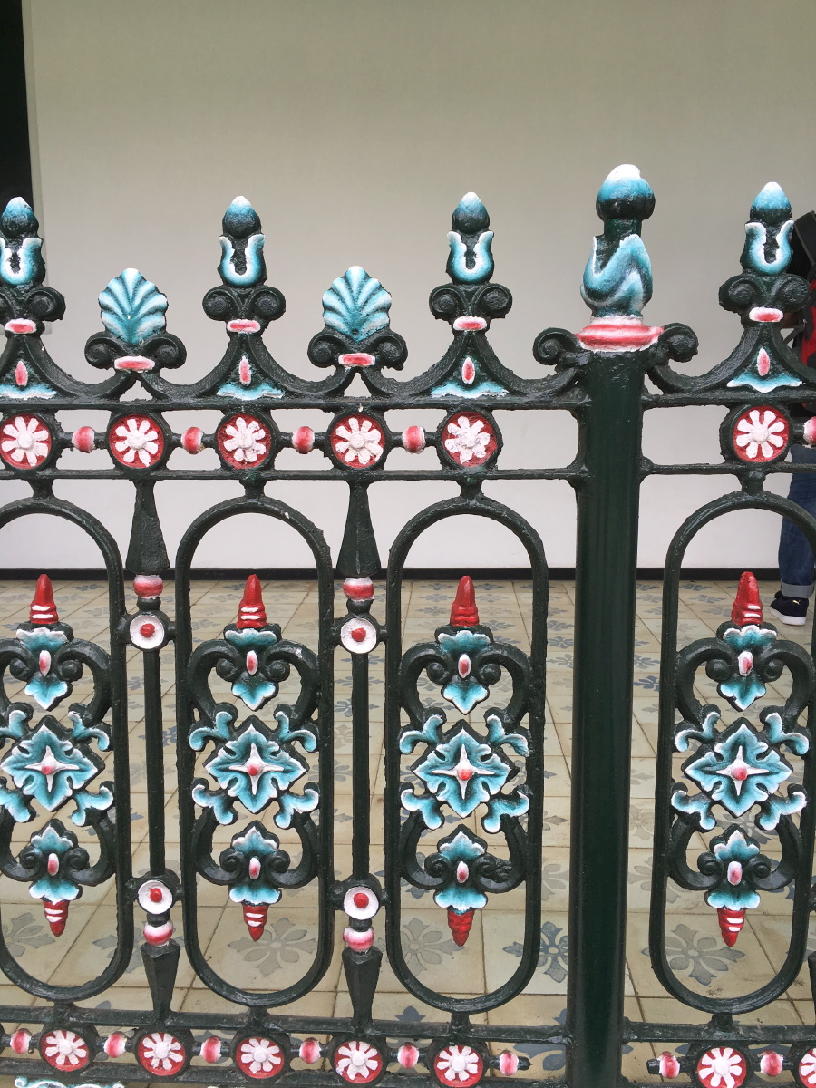 Hand painted gates in the palace