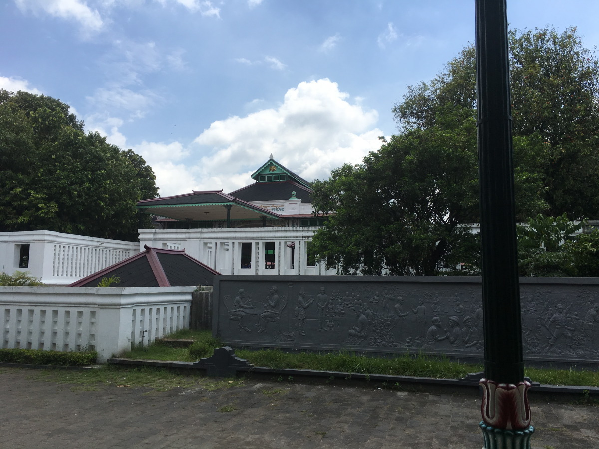 The Kraton was built by Prince Mangkubumi in 1755-1756, several months after the signing of the Treaty of Giyanti between Prince Mangkubumi of Yogyakarta, Hamengkubuwono of Surakarta and the Dutch East India Company.