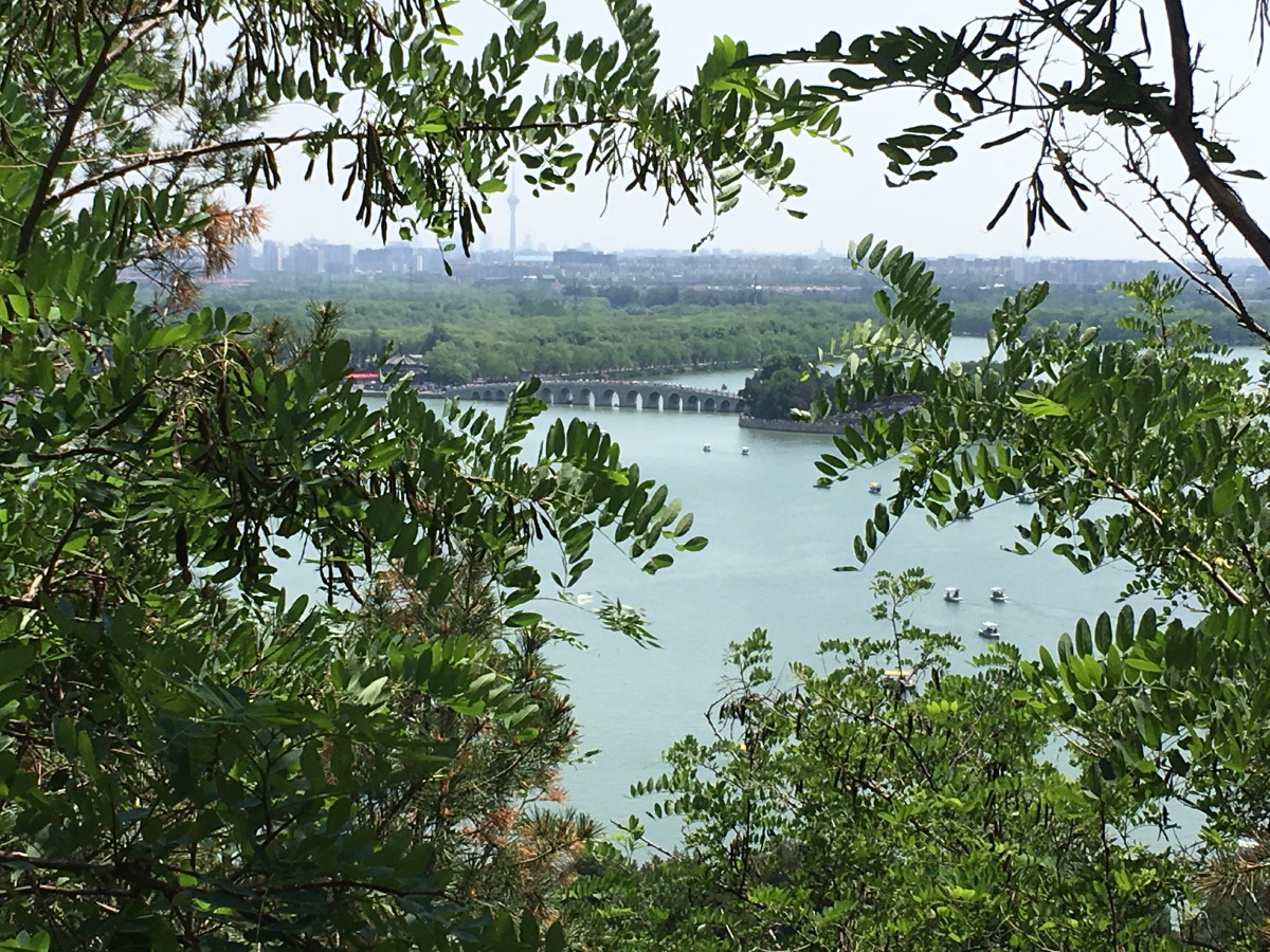 Other side of the hill: Lake Kunming.