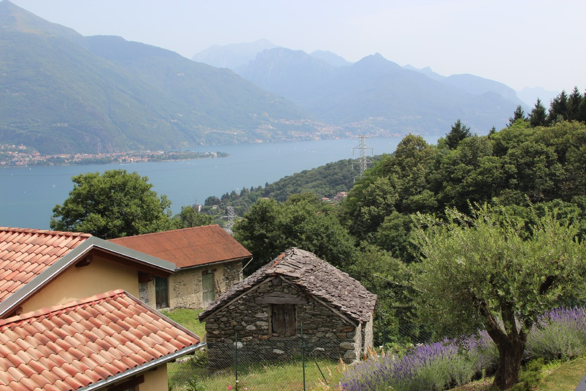 From B&B Tre Terre we had a beautiful view. The fact that you had to take a very steep road for it was no problem for us.