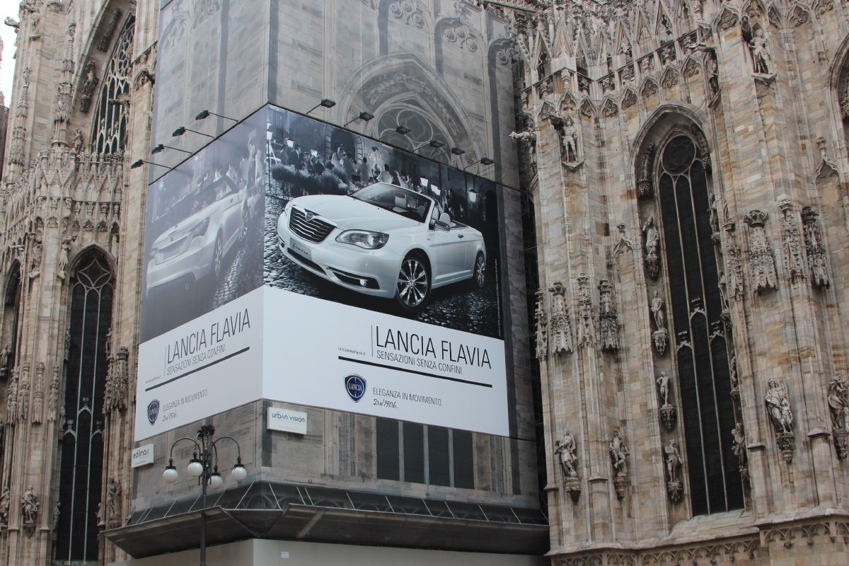 Unbelievable/unbelieving, whatever. But this is going a bit far even for us. Mega advertising on the Duomo.