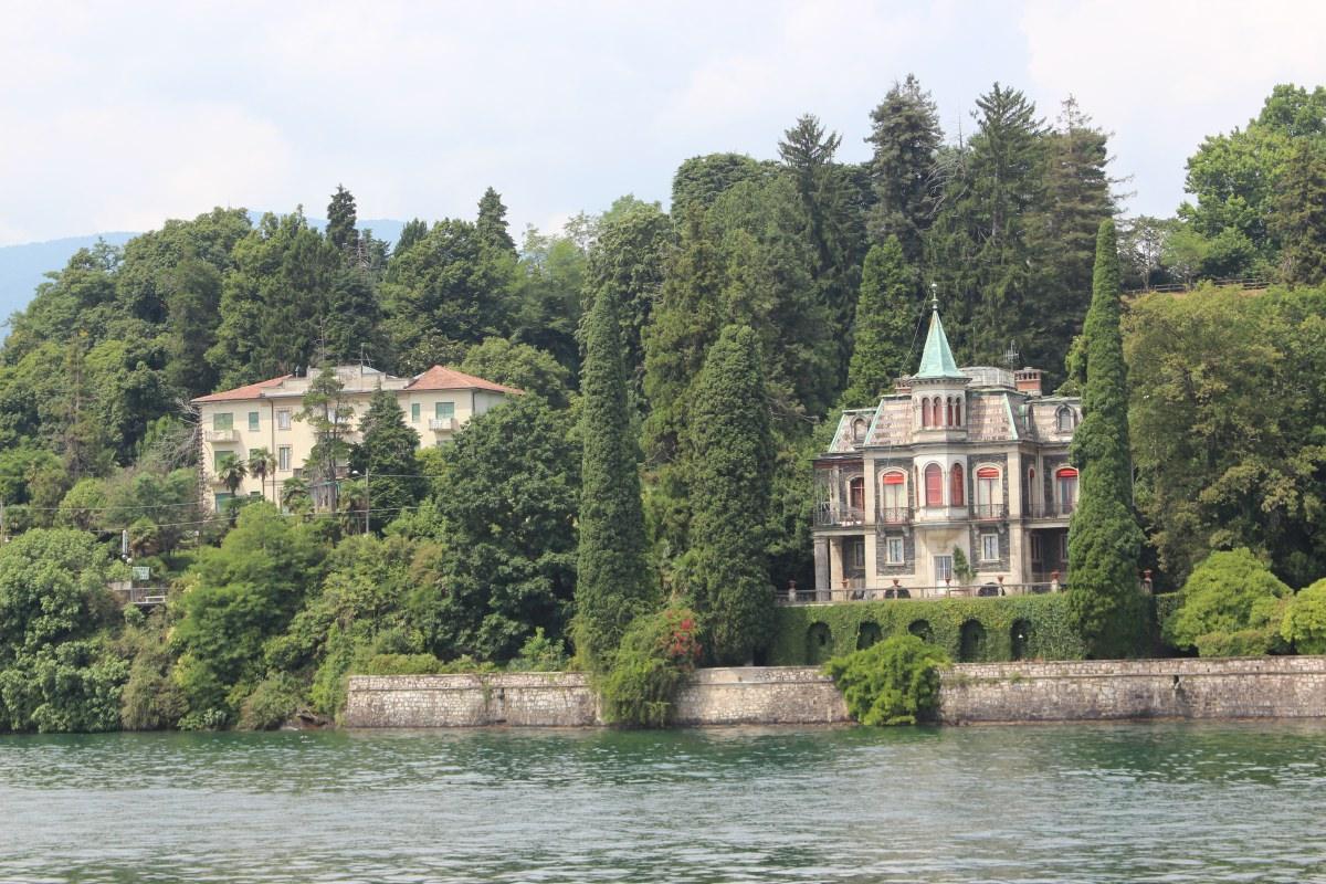 Villa Villekulla at the edge of the lake