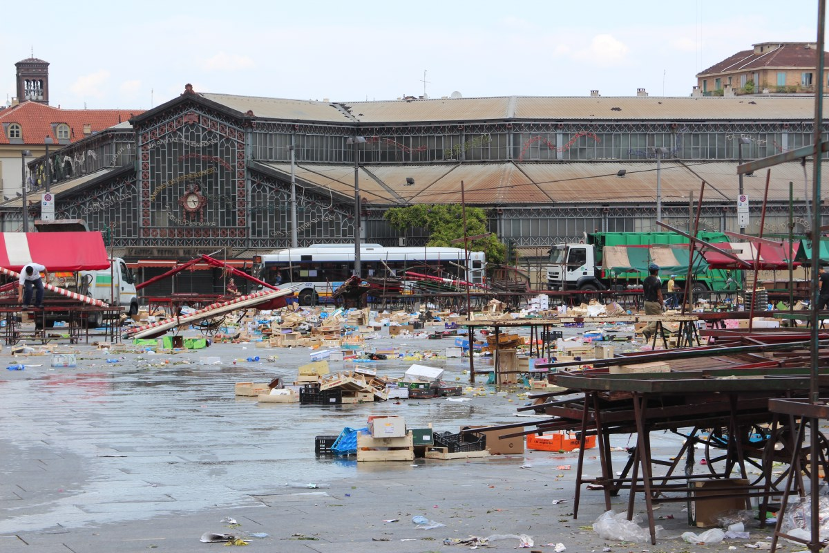 Cleaning of the market