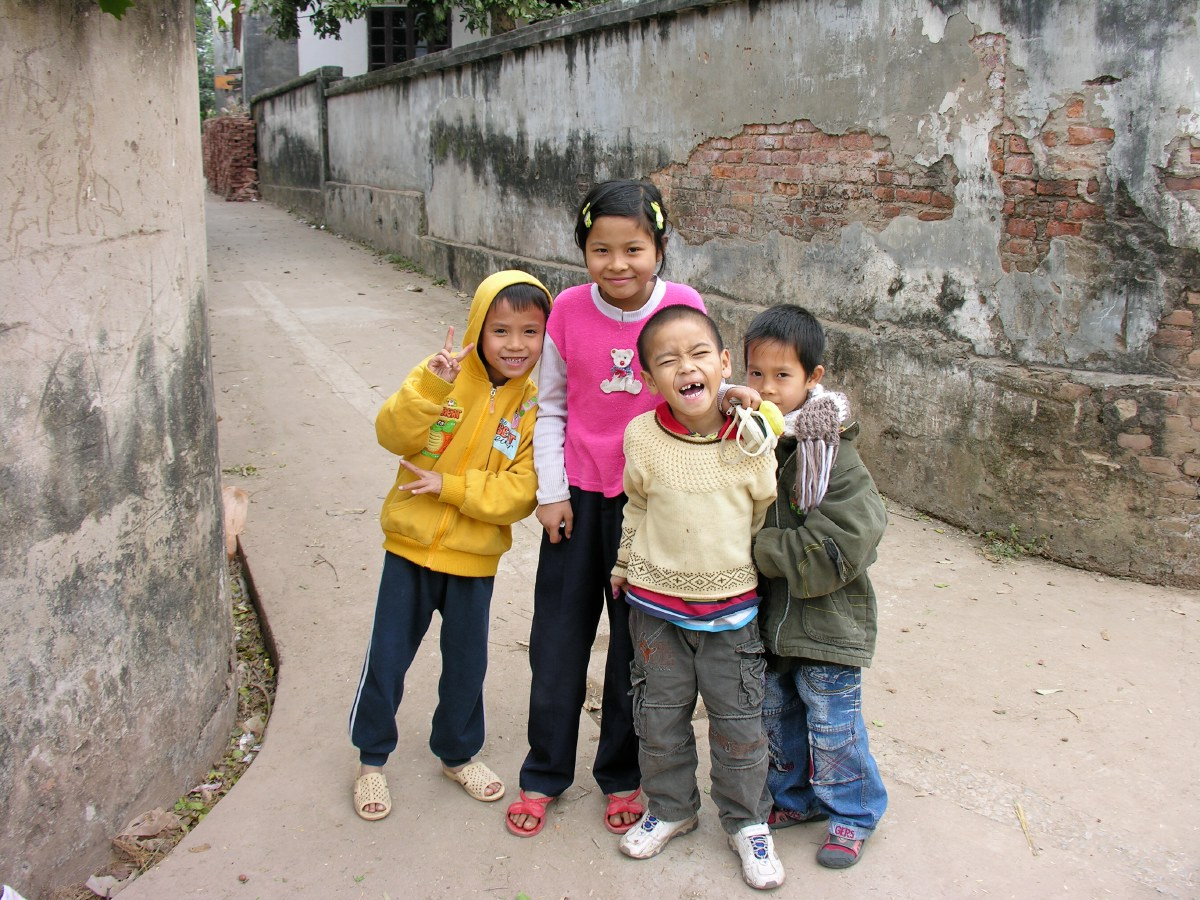 The average age of Vietnamese people is really low. Somewhere in the early 30s we heard. So lots of kids everywhere