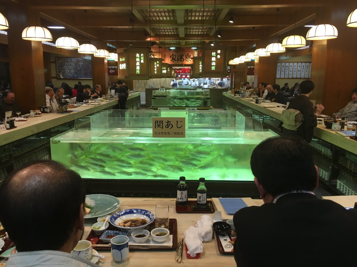 After our arrival in Fukuoka, Hans takes us to one of his favourite fish restaurants called Chikae. It happens to be located right across the street from our AirBNB apartment, how convenient!