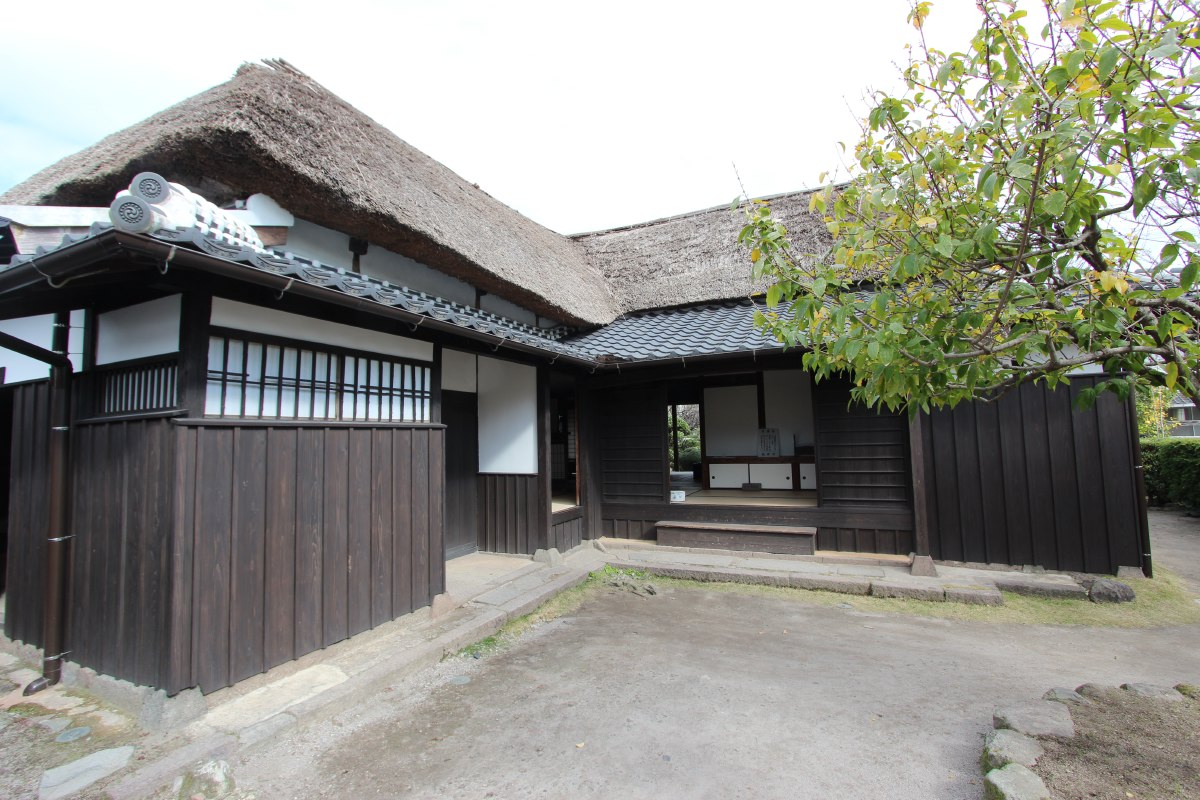 In order to separate the social castes, samurai were forced to reside in designated districts of the castle towns during the Edo Period (1603-1867).