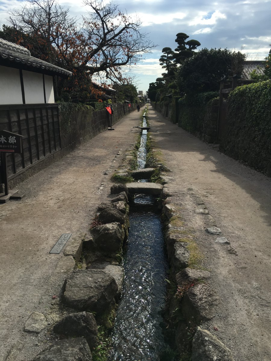 The castle used to be surrounded by the residential districts of the samurai serving the local lord. One of these samurai districts, called Teppo-machi (Gun Town) has been preserved with three restored samurai houses that are open to the public.