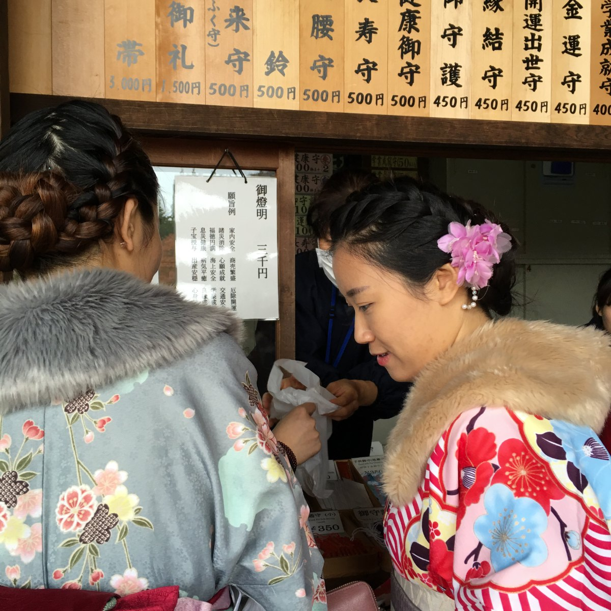 Although kimonos are no longer everyday wear in Japan, people still like to wear them at various times throughout the year. And when they do, they use the fabrics, colors, and designs of their kimonos to express their love of the seasons.