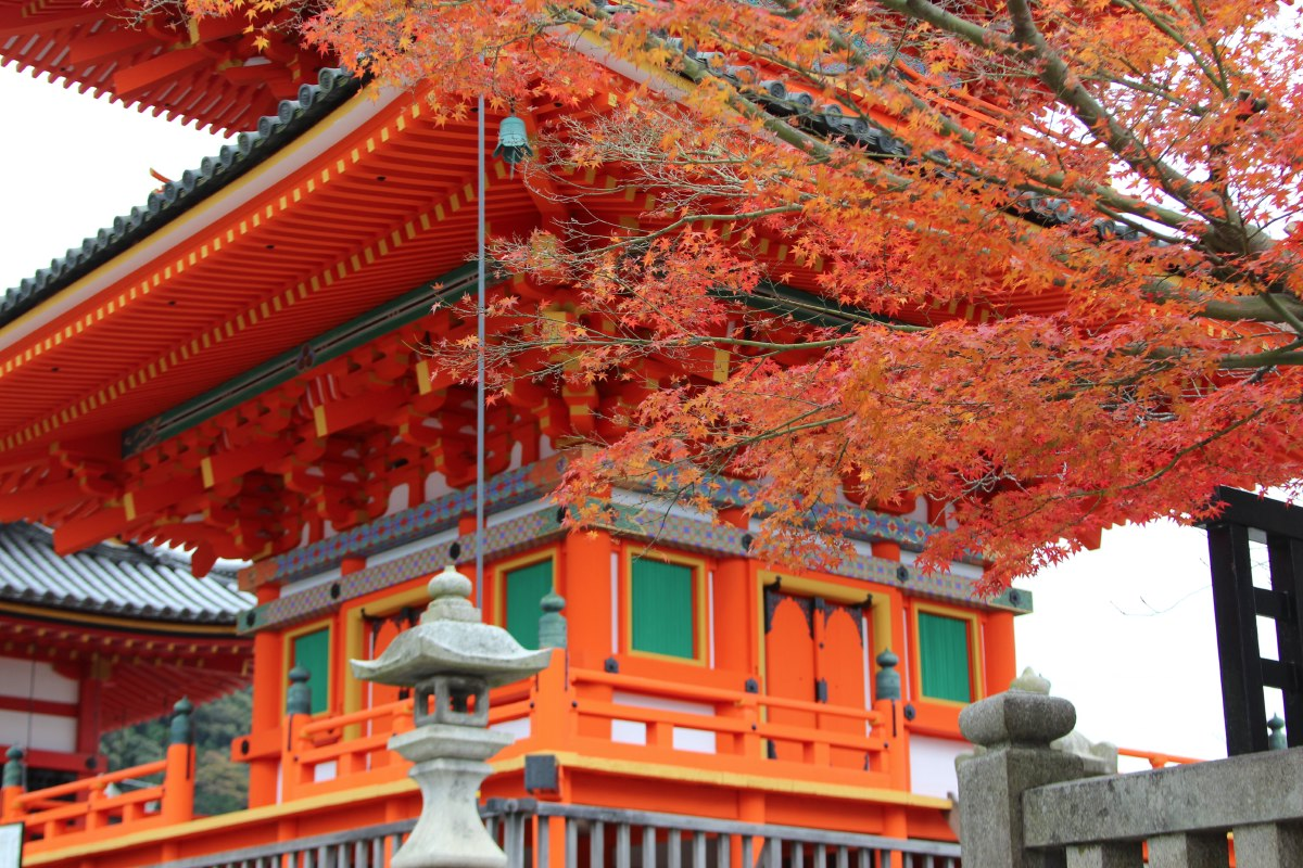 The three storied pagoda of Kiyomizu-dera has recently been restored and was repainted in its original bright orange colour.
