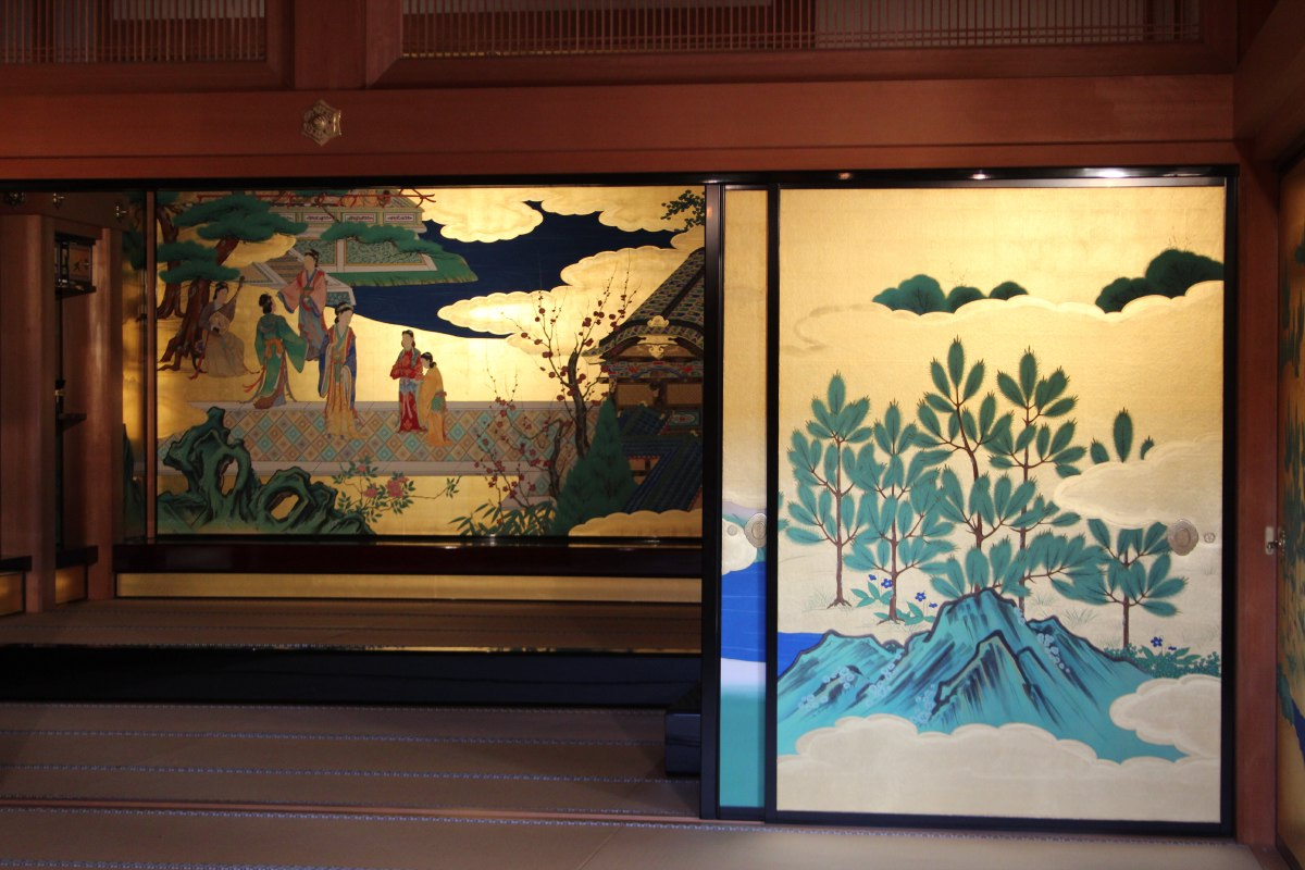 Within the building visitors can see accurate recreations of the opulent surroundings in which the daimyo would receive guests.