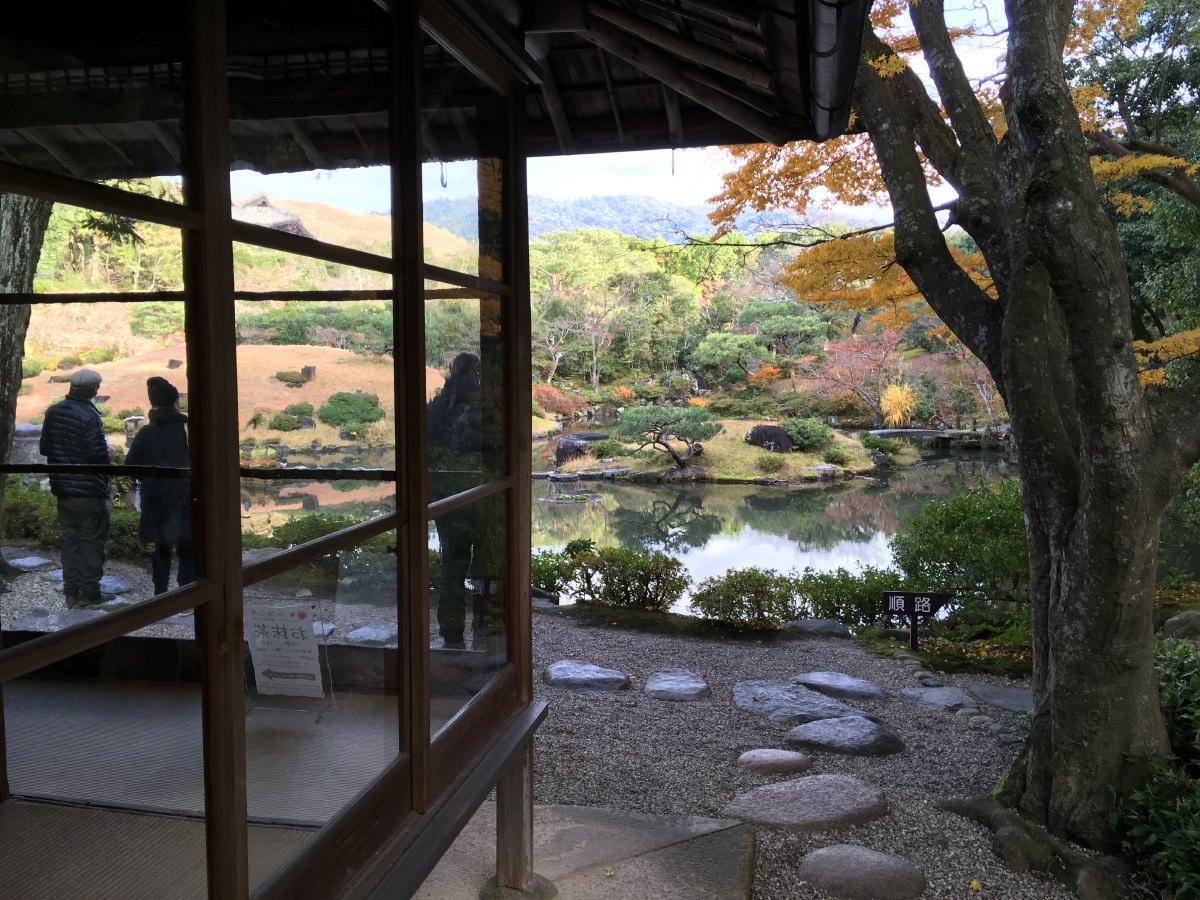 Yoshikien garden in Nara park