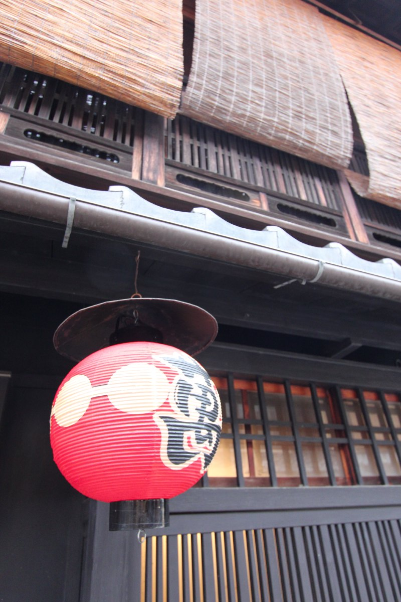 Back in Gion because we wanted to see it by daylight