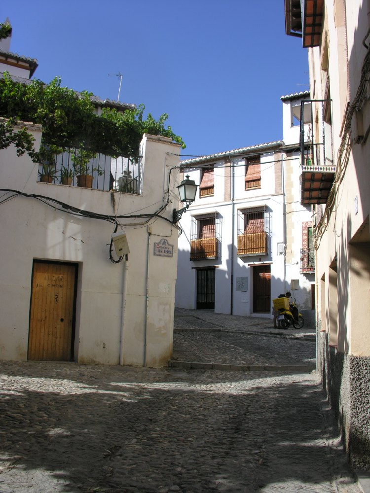 El Albaicín is a district of present day Granada that retains the narrow winding streets of its Medieval Moorish past. It was declared a world heritage site in 1984, along with the more famous Alhambra.
