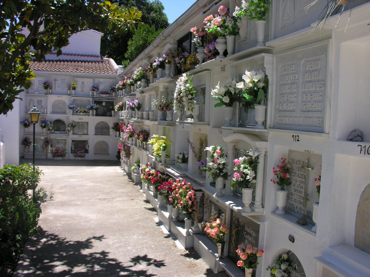 The town has a beautiful and pittoresque graveyard