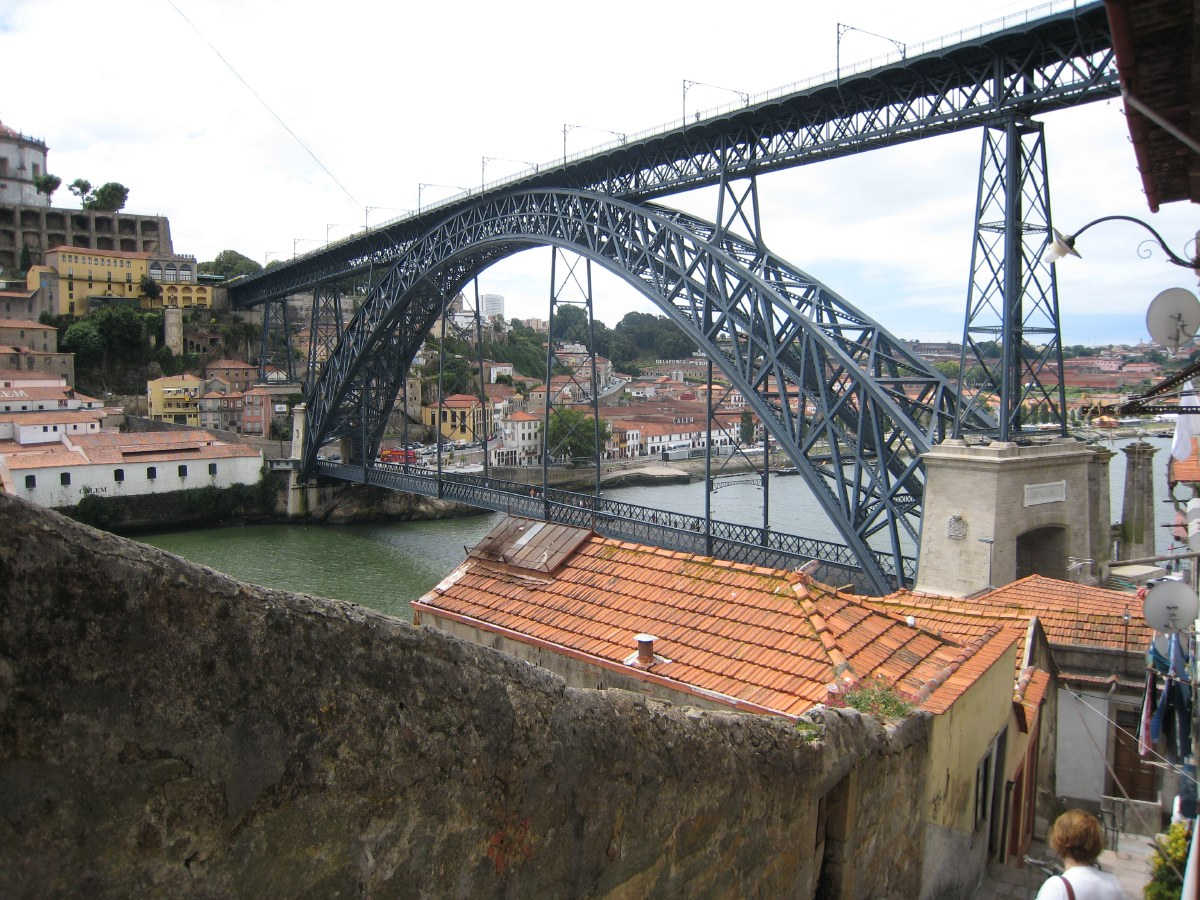 Until 1174, Porto was the capital of Portugal and the city from which the whole country takes its name.