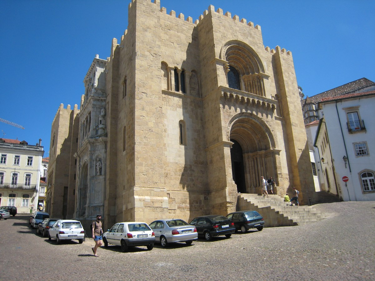 Coimbra is the intellectual centre of Portugal, thanks to the presence of the country's oldest university. The Sé Velha, the old cathedral, is Romanesque, but the gateway is in the Portuguese Manueline style.