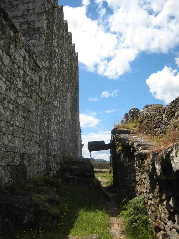 The drawbridge of the Castelo de Lindoso
