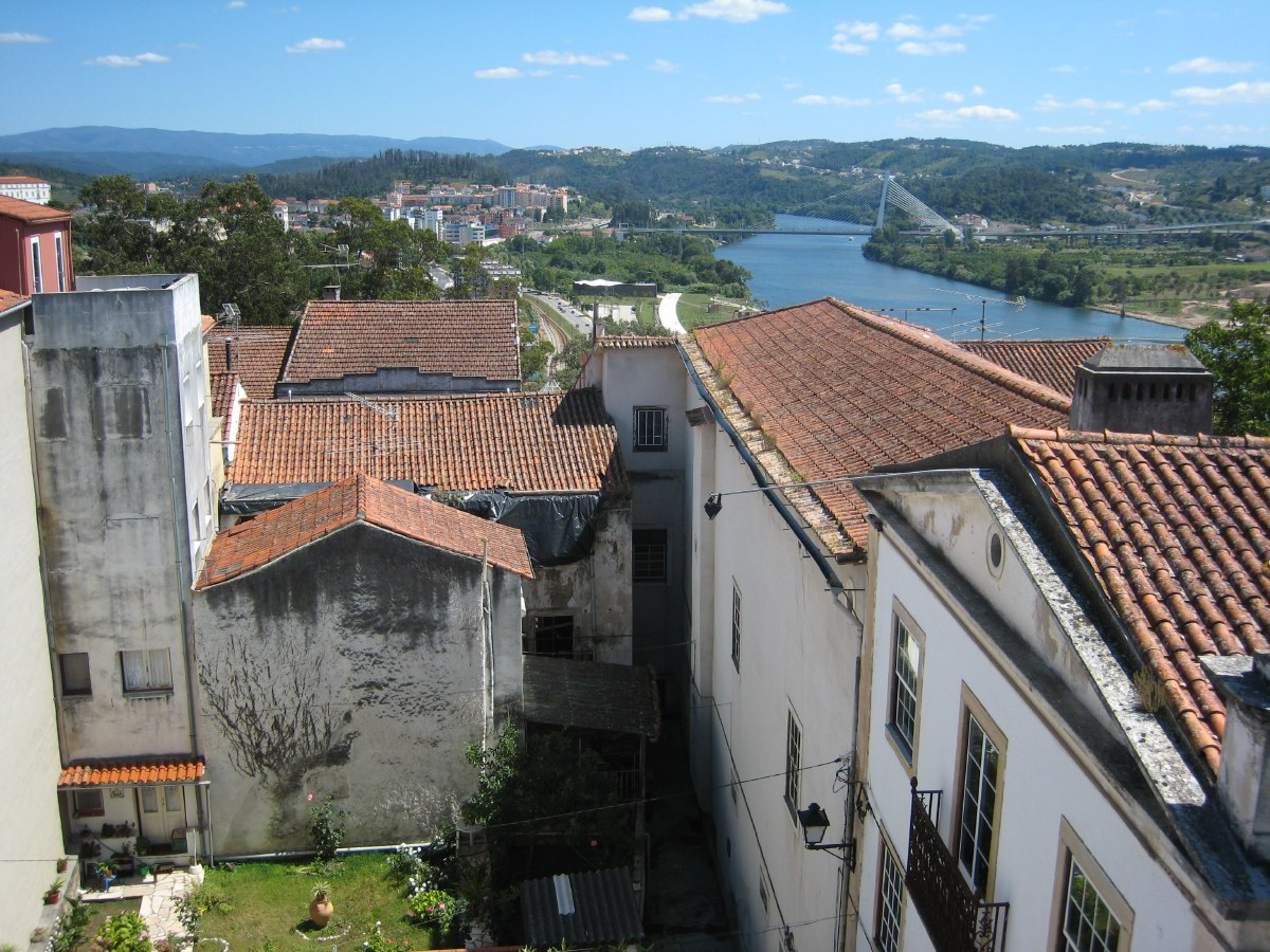 Like Lisbon, Coimbra was hit by an earthquake in 1755. And like the capital, the lower town was modernised afterwards; the old upper town remained largely intact and therefore very atmospheric.