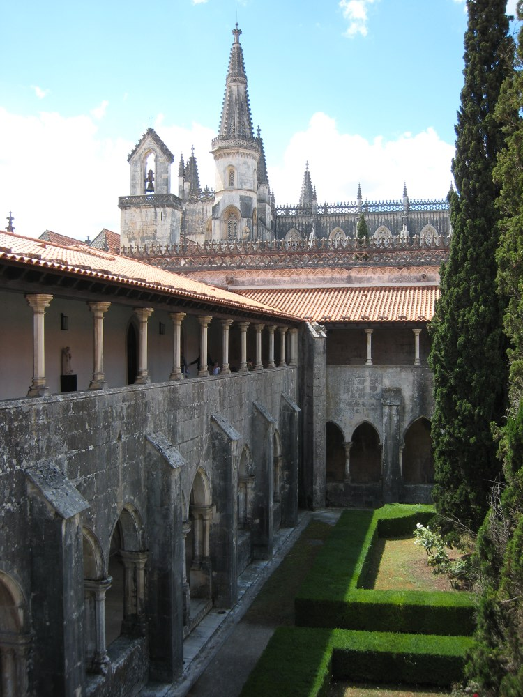 The complex, which took two centuries to build, immortalises the three artistic styles existing at the time: Late Gothic, Manueline and Renaissance.