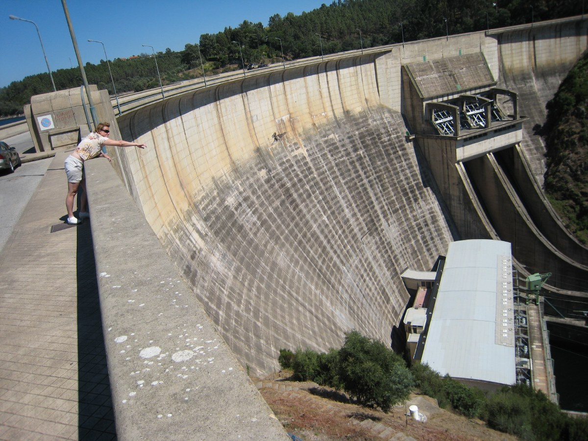 The last afternoon of this wonderful week in Portugal we tour the surroundings and discover the Do Bode reservoir with an impressive dam.