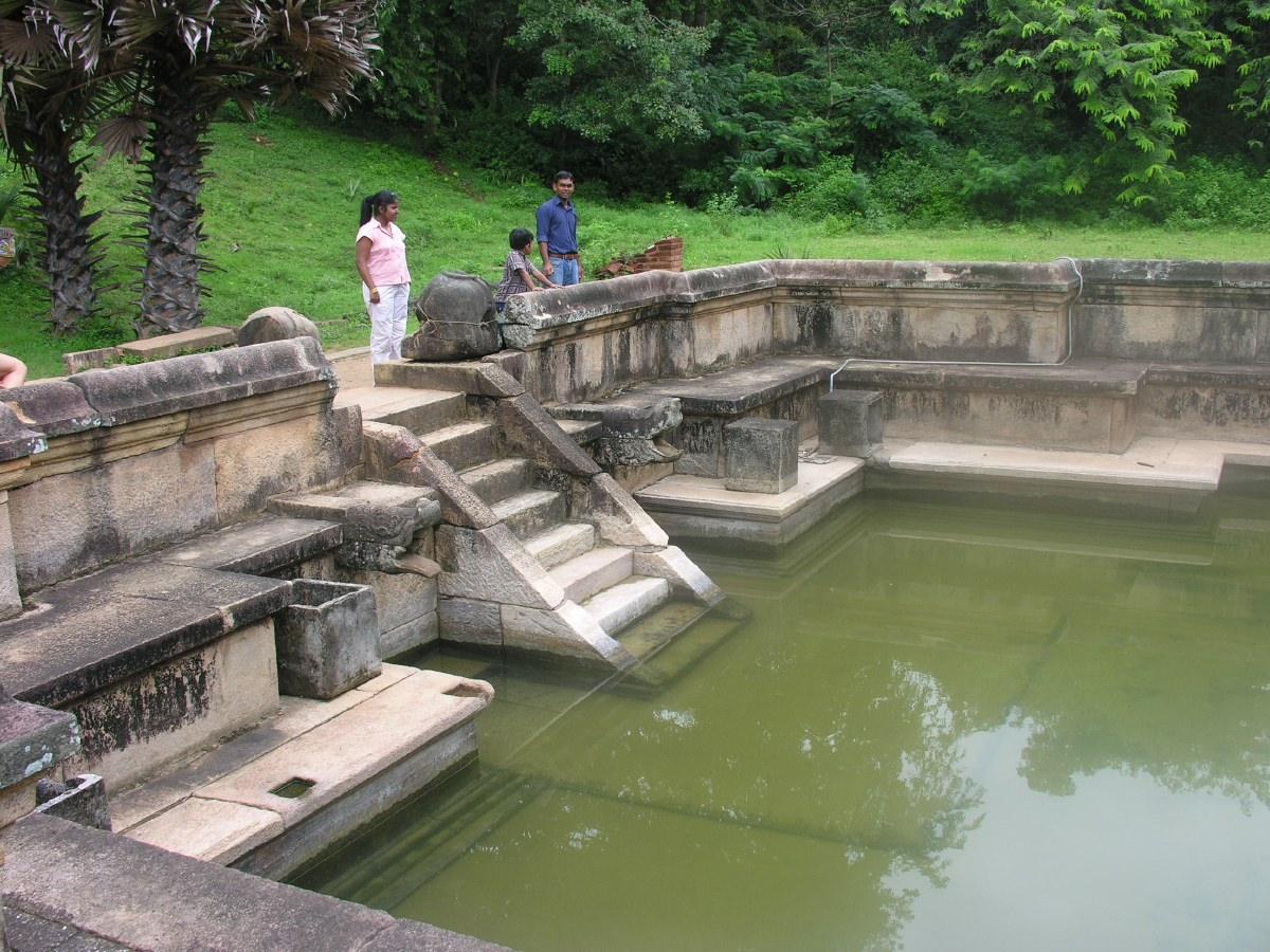 Kumara Pokuna (the Royal Bath)
