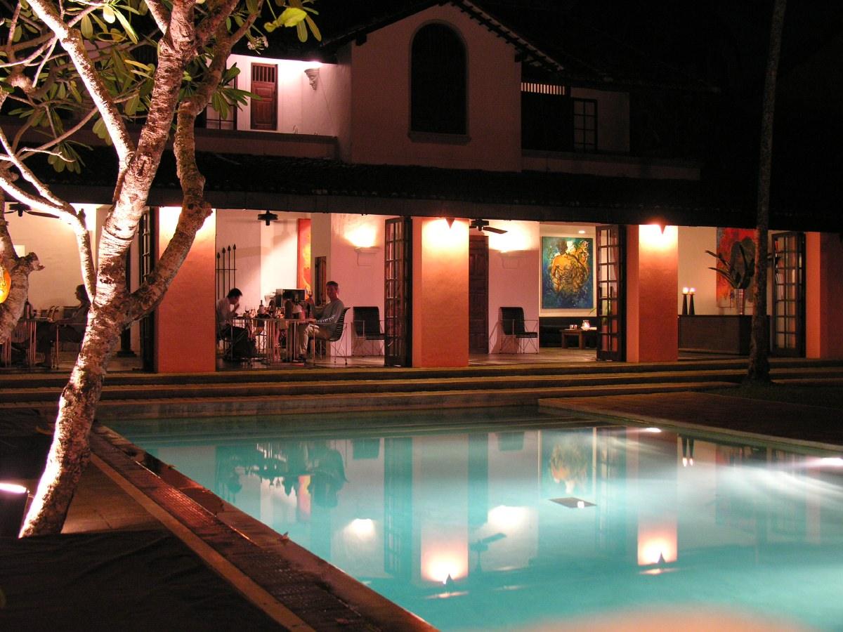 Taru Villas at night