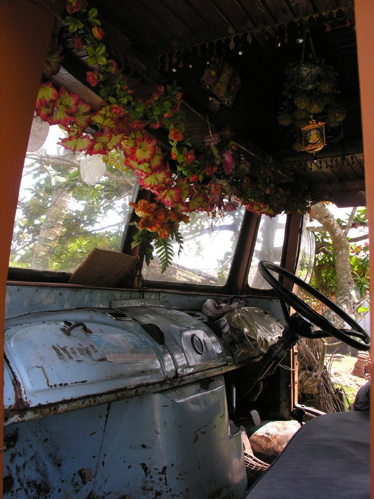 All over Sri Lanka you see Indian Tata lorry trucks with open cabins and wooden panelling all around the backside. This fine example has a very special interior...