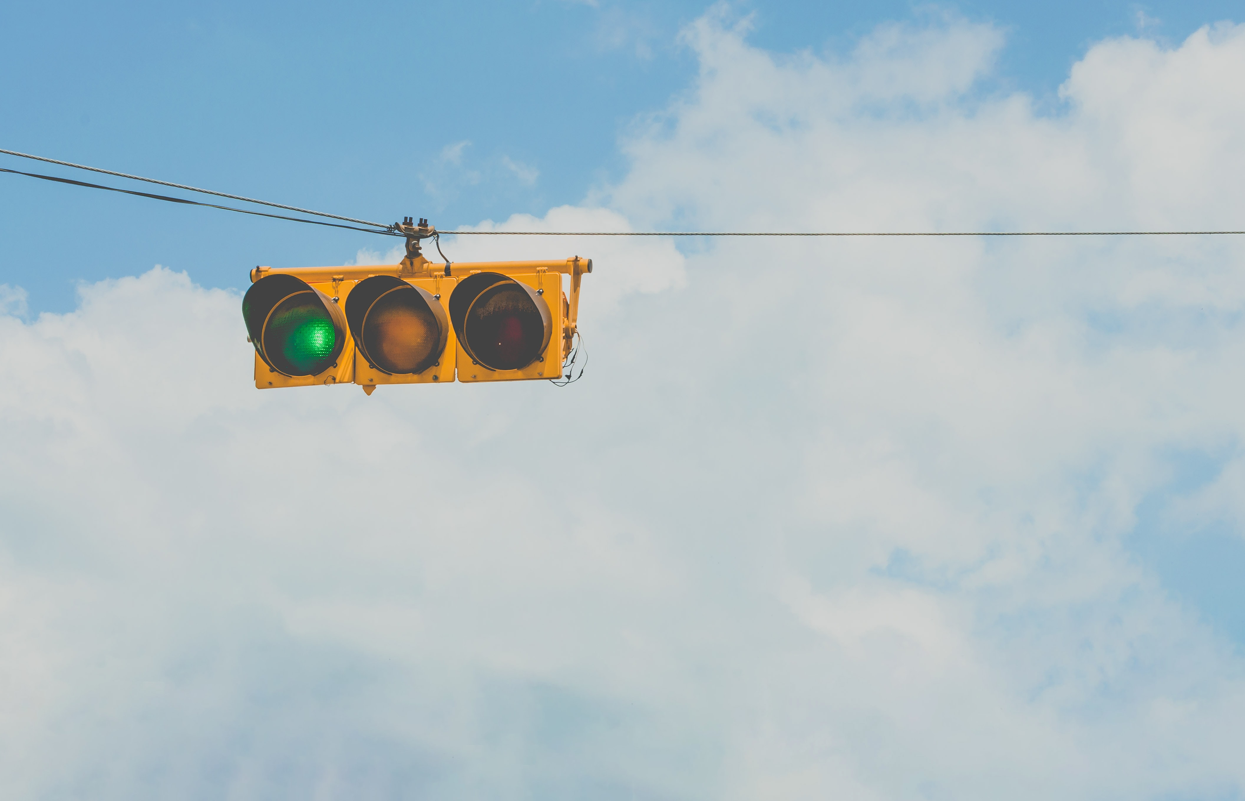 Horizontal traffic light with green lit up