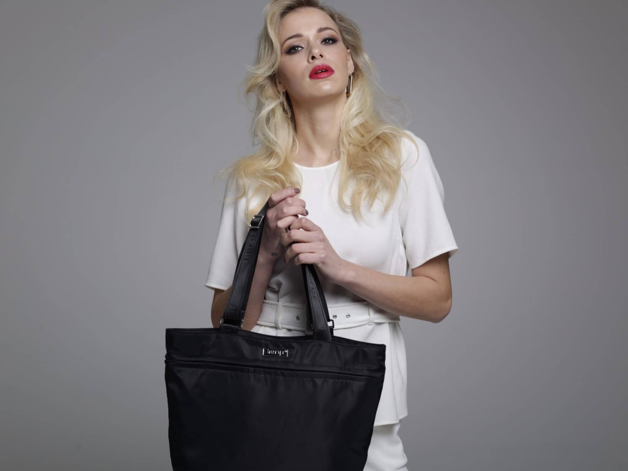 Design of Bergs3in1 bag in black.