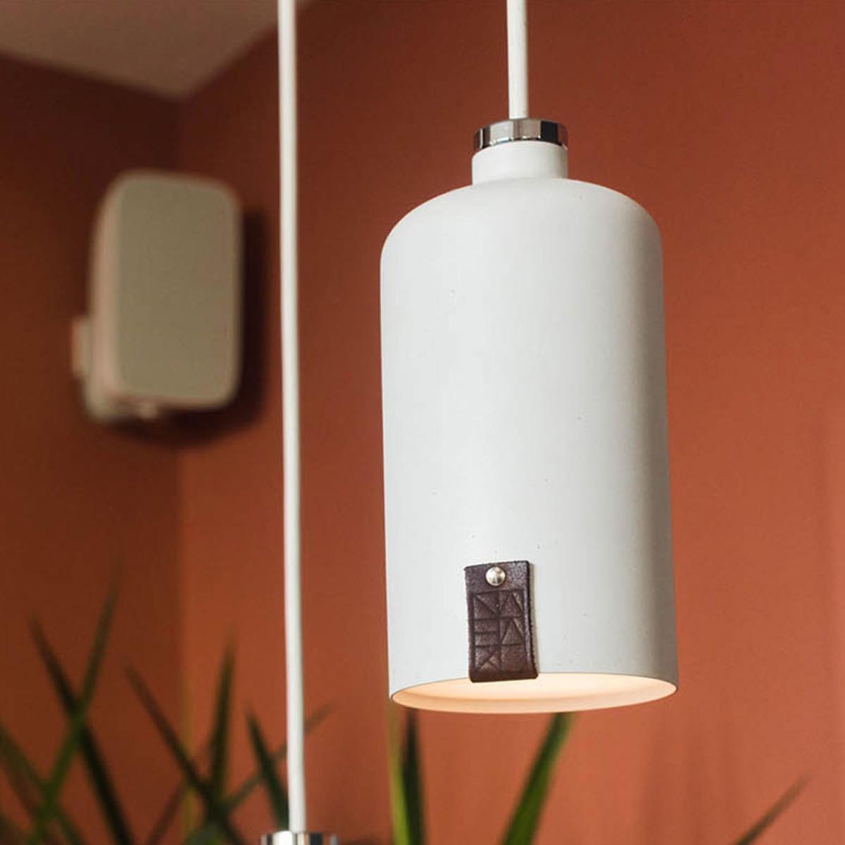 Stojíme za návrhem interiéru toho nejlepšího poké široko daleko. K tomu jsme přidali naše světla LUSTR v bílým kabátu.